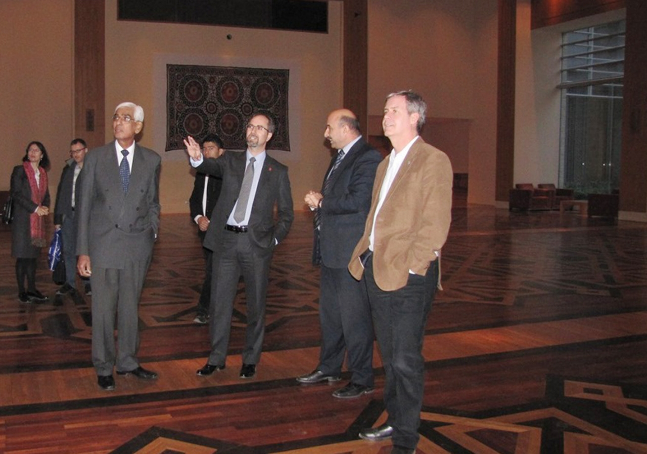 During their tour, the Canadian and Australian ambassadors learnt about the architectural, cultural and religious aspects of the Dushanbe Ismaili Centre. AKDN / Modavlat Gulomkodirova
