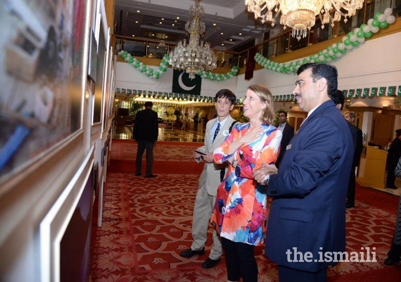 Ms. Grace W. Shelton, US Consul General in Karachi, visiting the exhibition in Karachi.