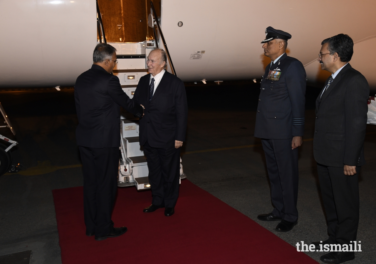 Mawlana Hazar Imam is received by Shri Sanjay Verma, Chief of Protocol, upon arriving in New Delhi.