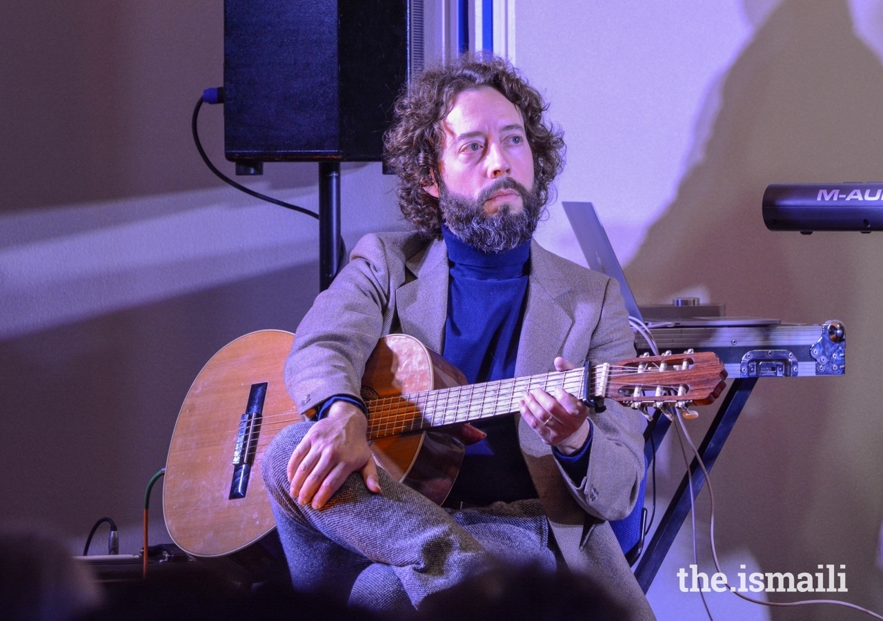 Noah Georgeson, a guitar player and grammy-winning producer from California, on stage at Misaq e Ishq.