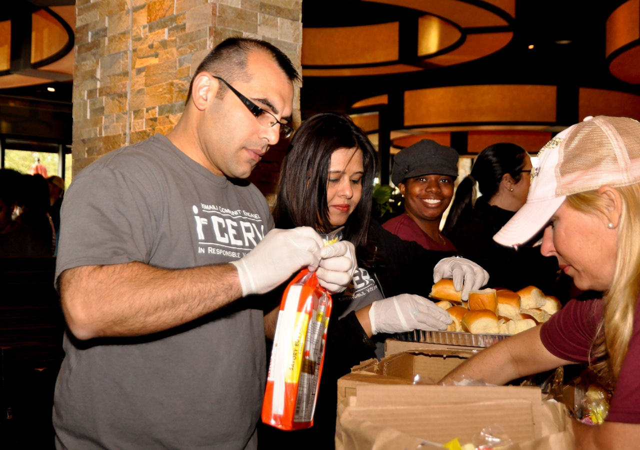 I-CERV volunteers in Atlanta, Dallas, Houston, and Orlando helped to prepare and pack Thanksgiving meals for families in need across the USA. Sara Maherali