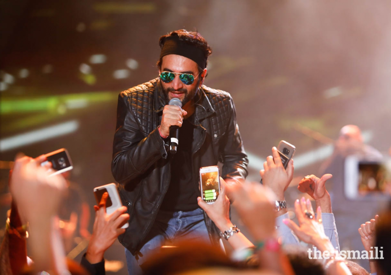 """Vishal interacts with the audience during the """"Kings of Rhythm"""" concert during the launch of the Diamond Jubilee Celebrations in Lisbon."""