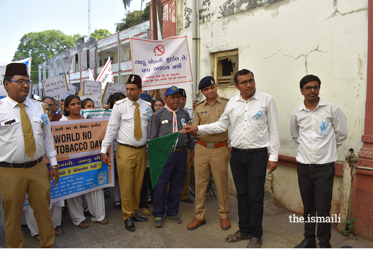 No Tobacco Day Rally flagged off by DY SP and Chairman, AKHB, Anand