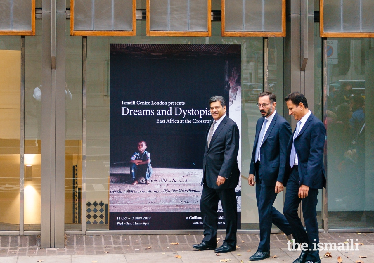 Prince Rahim arrives at the Ismail Centre, London for the inauguration of the Dreams and Dystopias exhibition, accompanied by President Naushad Jivraj of the Ismaili Council for the UK, and Vice-President Mansoor Esmail.