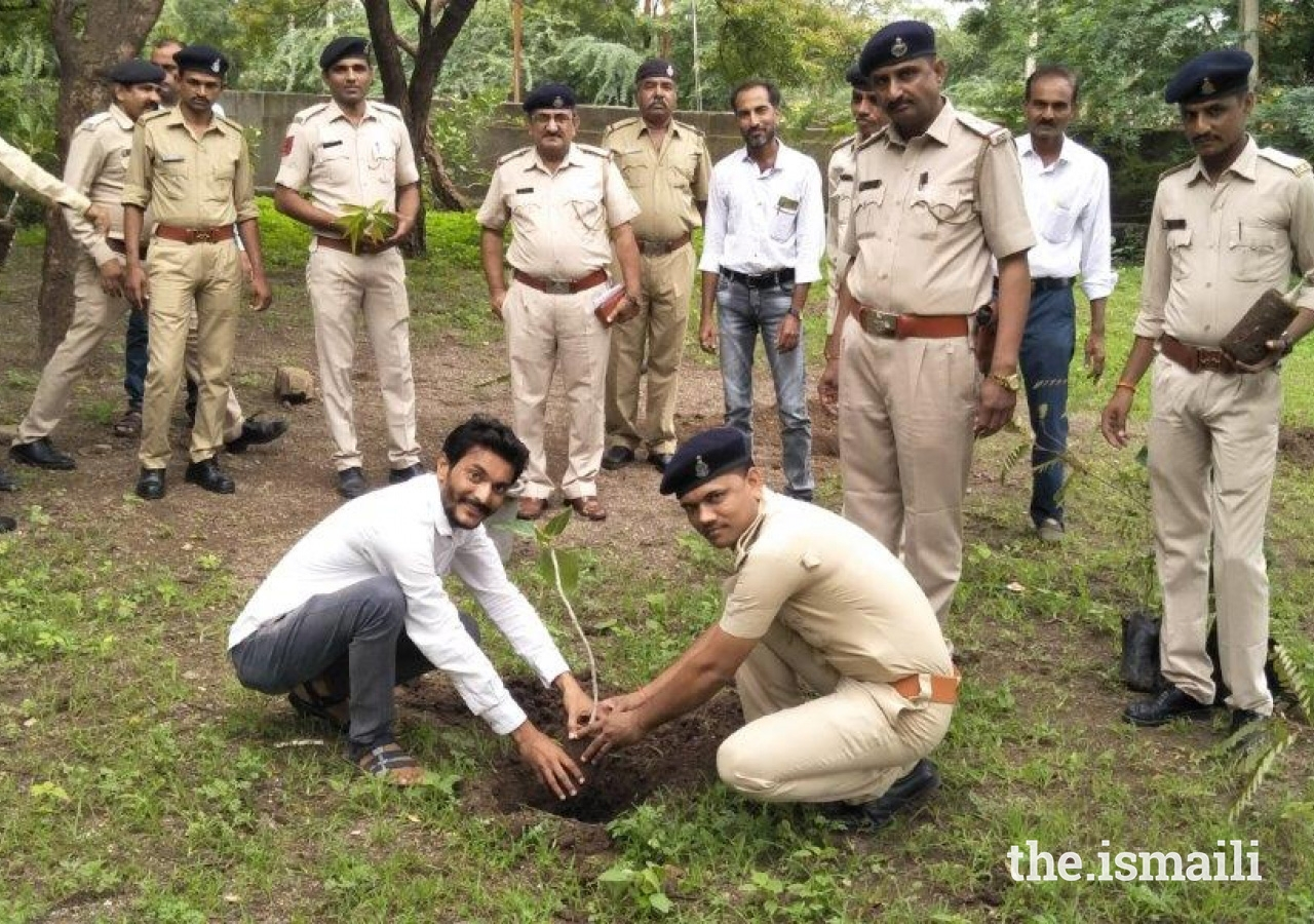 The Aga Khan Agency for Habitat (AKAH) team in Rajula facilitated the planting of 100 different types of trees in collaboration with the Gujarat Forest Department and the local police force.