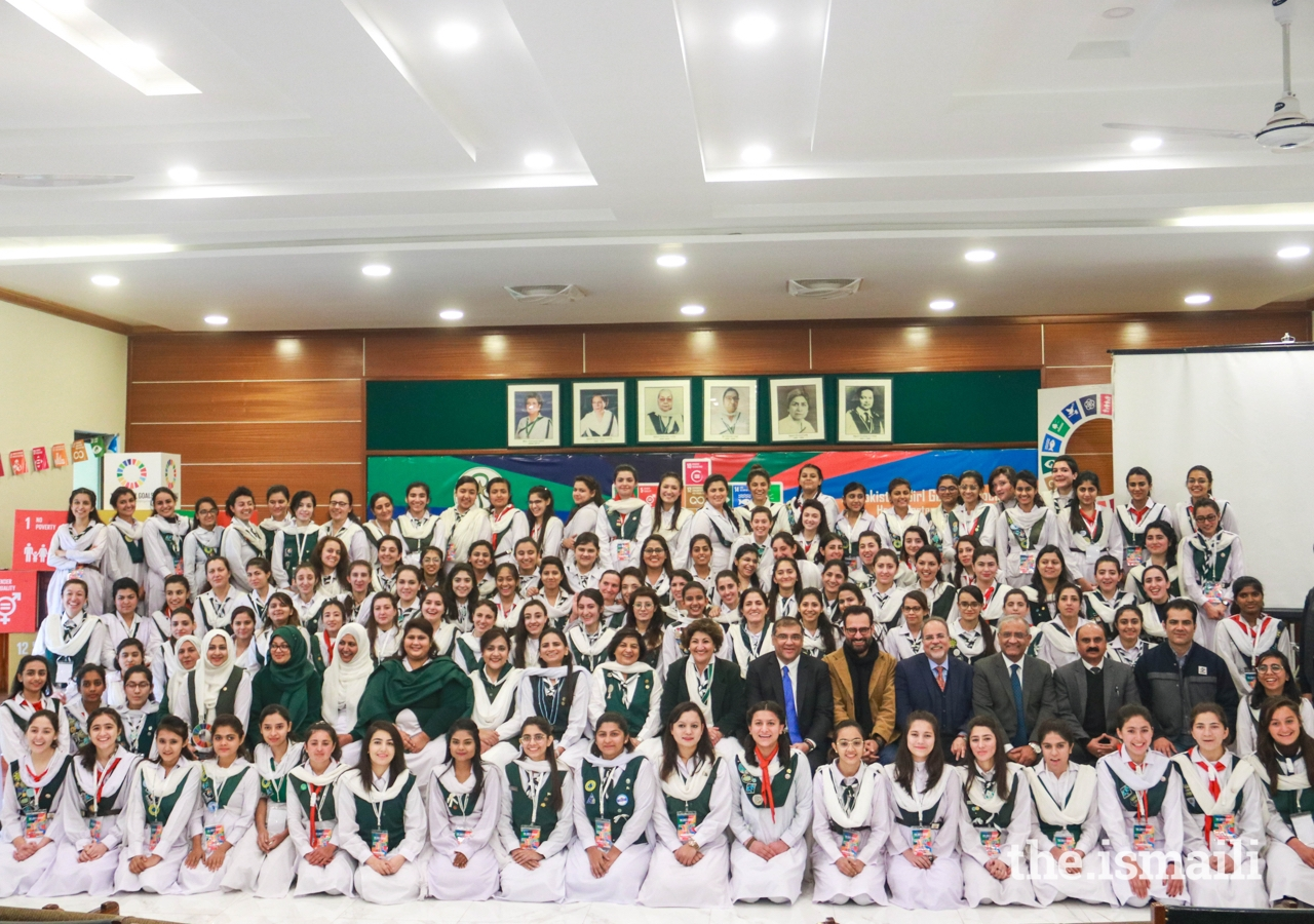 Girl Guides join for a group photograph with leaders of the Jamat in Pakistan and leaders of the Pakistan Girl Guides Association.