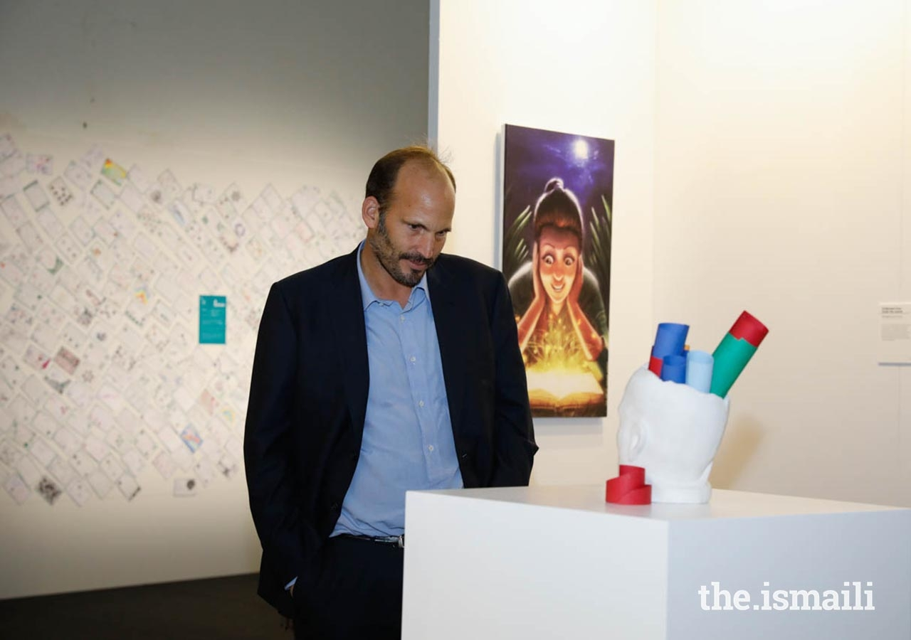 Prince Hussain views artwork at the International Art Gallery during the Diamond Jubilee Celebration in Lisbon.