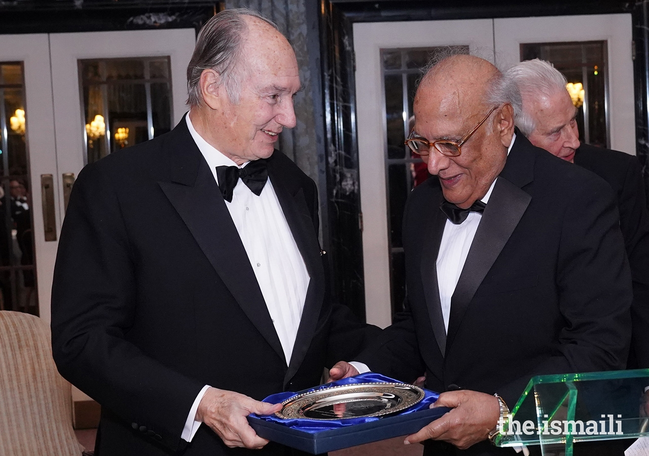 Mawlana Hazar Imam presents The Pakistan Society Award to Shoaib Sultan Khan, the founding General Manager of the Aga Khan Rural Support Programme.