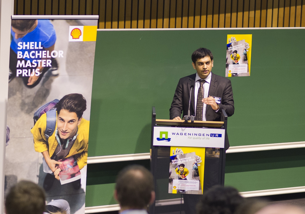 Zaid Thanawala speaking at the award ceremony where he received the 2014 Shell Bachelor Master Award for innovation and technology. Getty Images