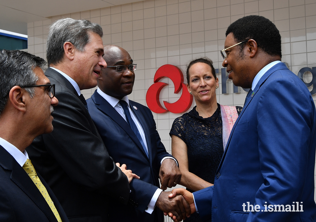 The Prime Minister of Tanzania, Hon. Kassim Majaliwa, in conversation with (from right to left) Princess Zahra, Mr. Christian Yoka, Regional Director for Eastern Africa, Agency Francaise de Development, H.E. Frederic Clavier, Ambassador of France to Tanzania, and Mr. Sulaiman Shahabuddin, Regional Chief Executive Officer, Aga Khan Health Services, East Africa.