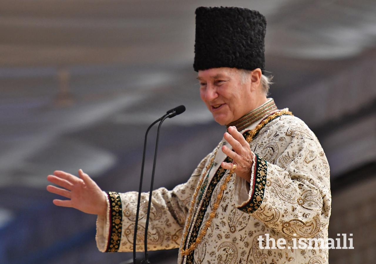 Mawlana Hazar Imam shares a light moment with the Tanzanian Jamat.