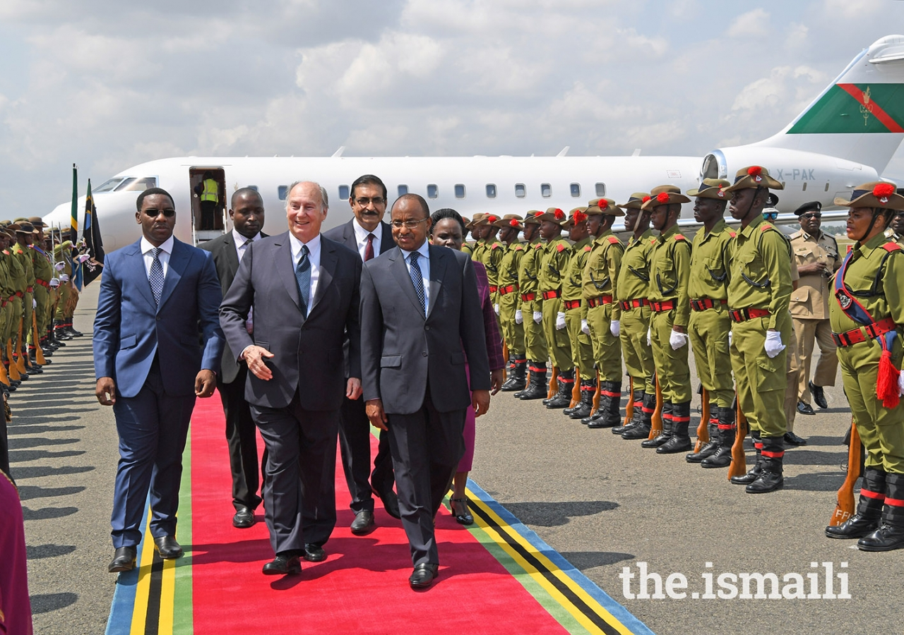 Mawlana Hazar Imam received a ceremonial guard of honour walking alongside Tanzania's Minister of Defence and National Service, Hon. Hussein Mwinyi during his arrival at Dar es Salaam's Julius Nyerere Airport.