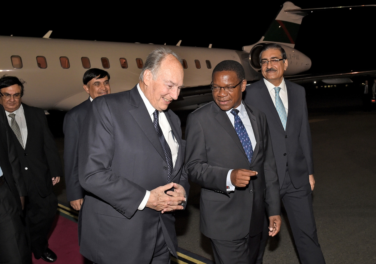 Mawlana Hazar Imam is received Tanzanian Government Ministers, the AKDN Resident Representative and the President of the Ismaili Council. AKDN / Zahur Ramji