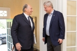 Mawlana Hazar Imam calls on Prime Minister Stephen Harper at 24 Sussex Drive in Ottawa. PMO / Deb Ransom