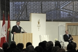 Canadian Prime Minister Stephen Harper shares an anecdote with Mawlana Hazar Imam and the audience at the opening of the Delegation of the Ismaili Imamat in Ottawa.