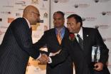 Ali Velshi and SACC President Mustafa Tameez present the 2009 Outstanding Community Organization Award to FOCUS Board Member Nasir Panjwani.