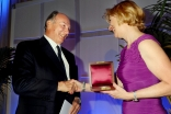 Chancellor Susan Desmond-Hellman presents Mawlana Hazar Imam with the 2011 University of California San Francisco Medal, the University's highest honour.