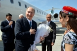 Upon his arrival, Mawlana Hazar Imam is greeted by volunteers with flowers in the presence of His Excellency Hamrokhon Zarifi, Minister of Foreign Affairs of the Republic of Tajikistan, Dr Shafik Sachedina, Director of Diplomatic Affairs at the Aga Khan D