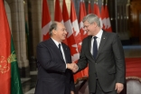 Mawlana Hazar Imam and Prime Minister Stephen Harper shake hands after signing a Protocol of Understanding between the Ismaili Imamat and Canada.
