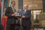 Mayor Rui Moreira presents the Keys of the City of Porto to Mawlana Hazar Imam.