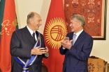 Kyrgyz President Almazbek Atambayev presented Mawlana Hazar Imam with the Order of Danaker in Bishkek on 18 October 2016. Gary Otte