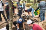 I-CERV students planting a garden at an Ocala, Florida homeless shelter.