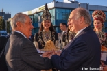 Mawlana Hazar Imam is greeted at Kazan International Airport by Mintimer Shaimiev, State Counsellor of Tatarstan.