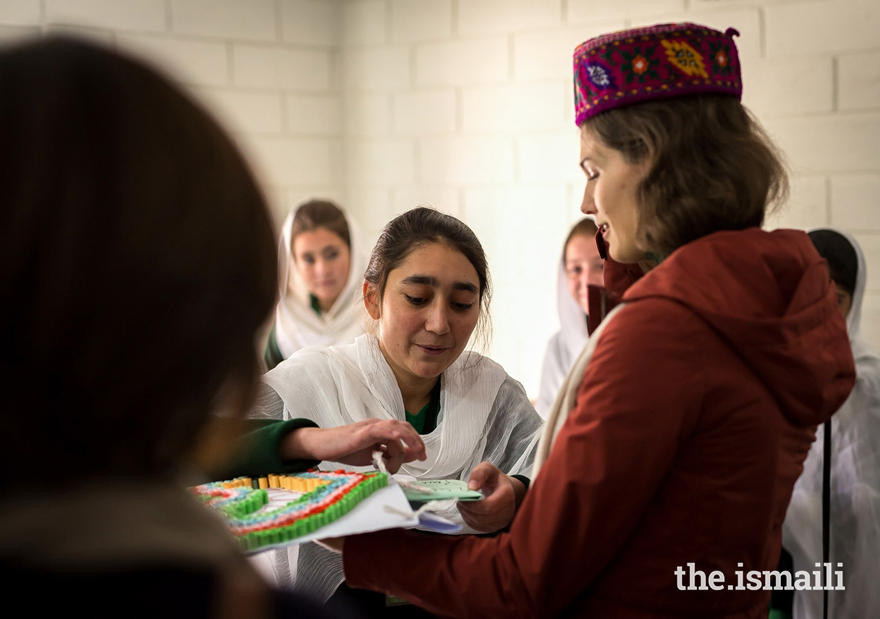 Princess Salwa presented with a card made by students at the Aga Khan Girls Hostel in the village of Booni, Chitral District in Khyber-Pakhtunkhwa. The hostel provides accommodation for female students from remote villages. During their stay in Booni, Prince Rahim and Princess Salwa also visited the Aga Khan Medical Centre Booni which is operated by the Aga Khan Health Services (AKHS).
