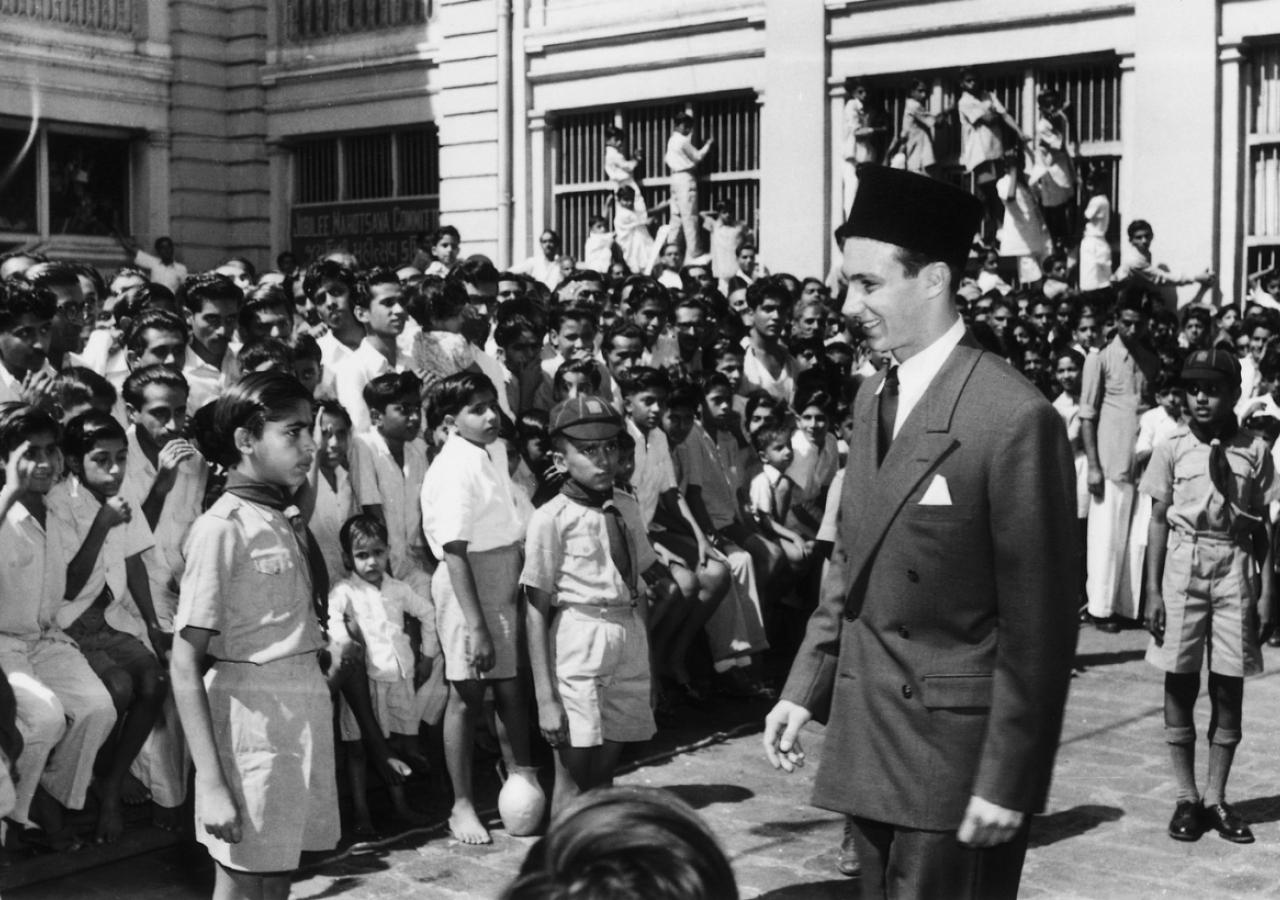 Mawlana Hazar Imam meets cubs and bulbuls at an Aga Khan school during a visit to India. (Mumbai, 1954) Express Photo Bombay