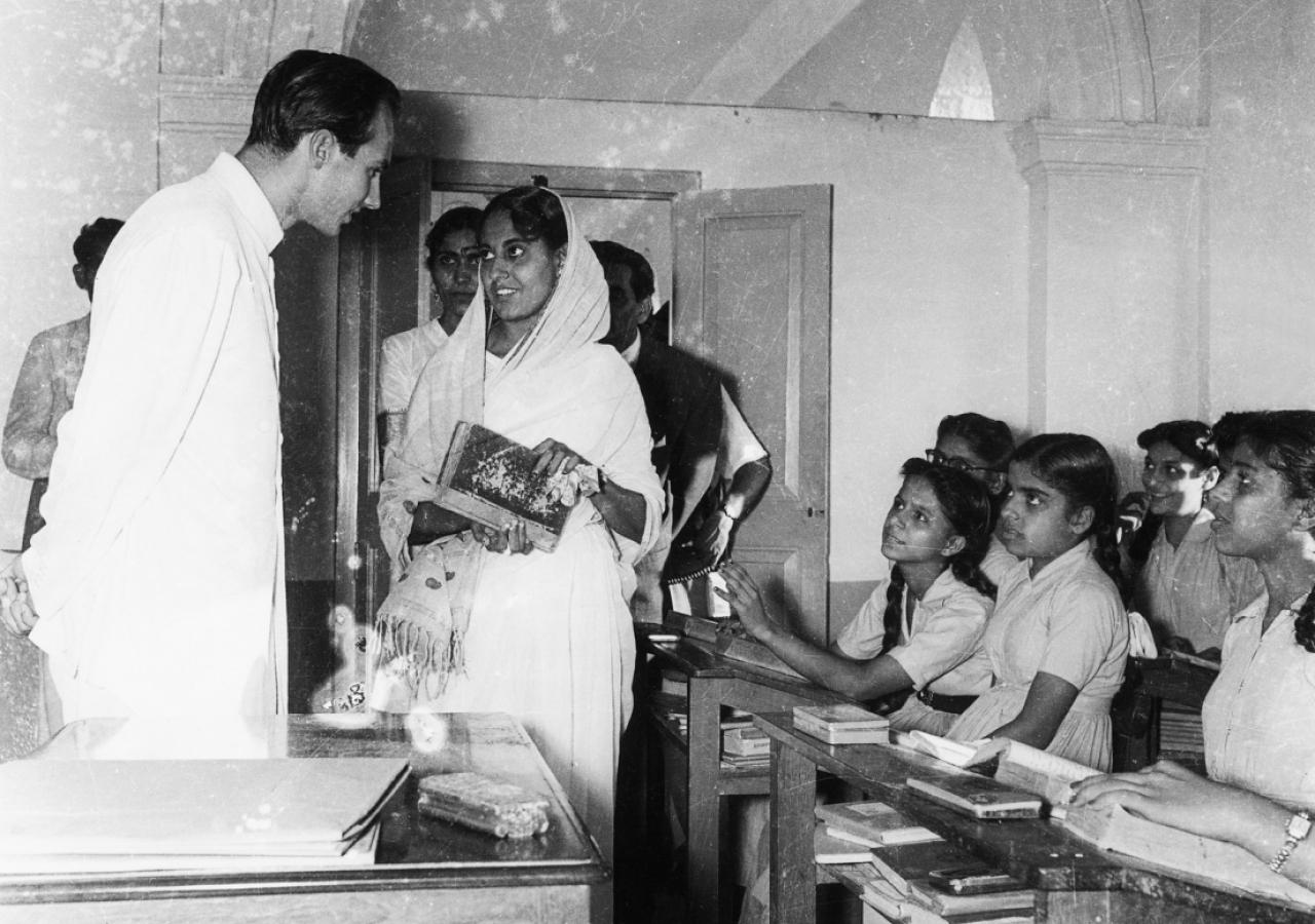 Mawlana Hazar Imam at the Aga Khan Girls' school. (Mumbai, 1958) AKDN