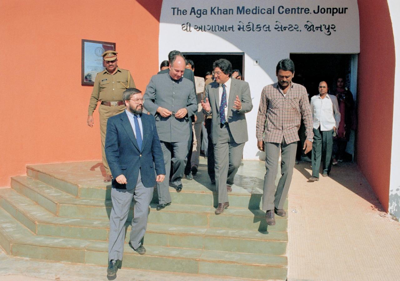 Mawlana Hazar Imam at the Aga Khan Medical Centre. (Jonpur, 1989) AKDN / Gary Otte