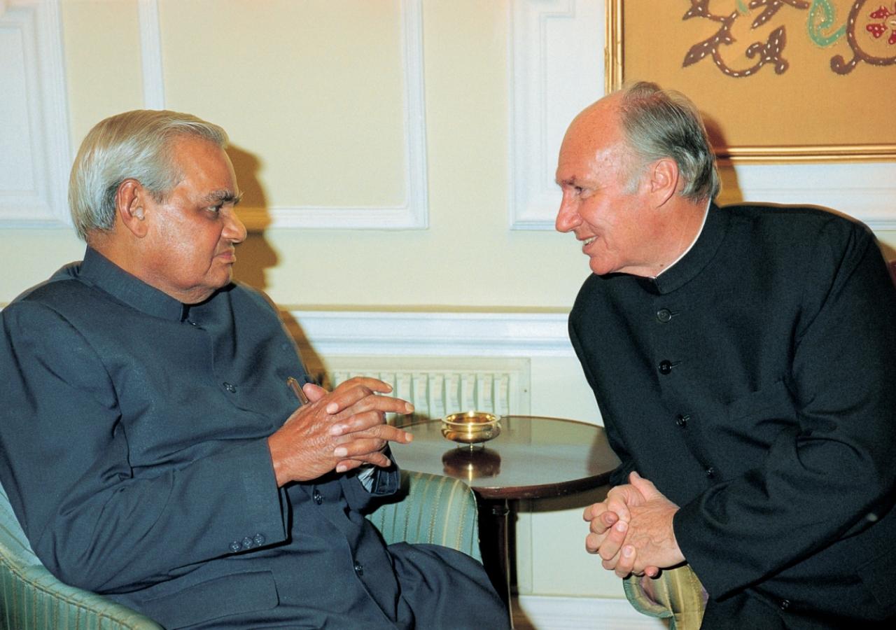 Mawlana Hazar Imam in discussion with the Prime Minister of India, Atal Bihari Vajpayee. (New Delhi, 2003) Patrick Ruchdi