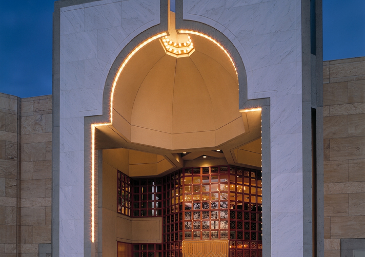 The principal entrance takes the form of a niche, emanating a lamp-like light.