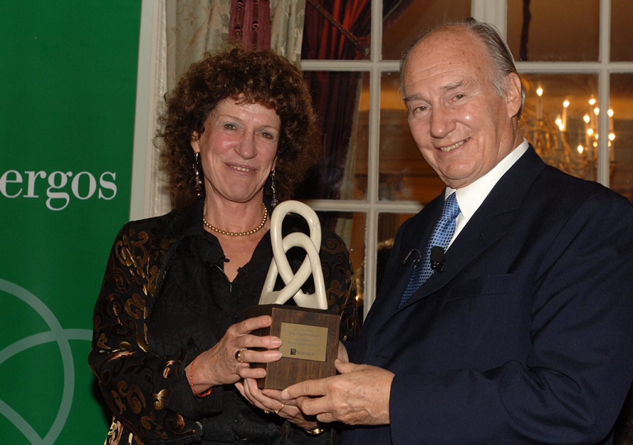 Synergos Founder and Chairperson Peggy Dulany presenting the David Rockefeller Bridging Leadership Award to Mawlana Hazar Imam, London, 22 October 2012.
