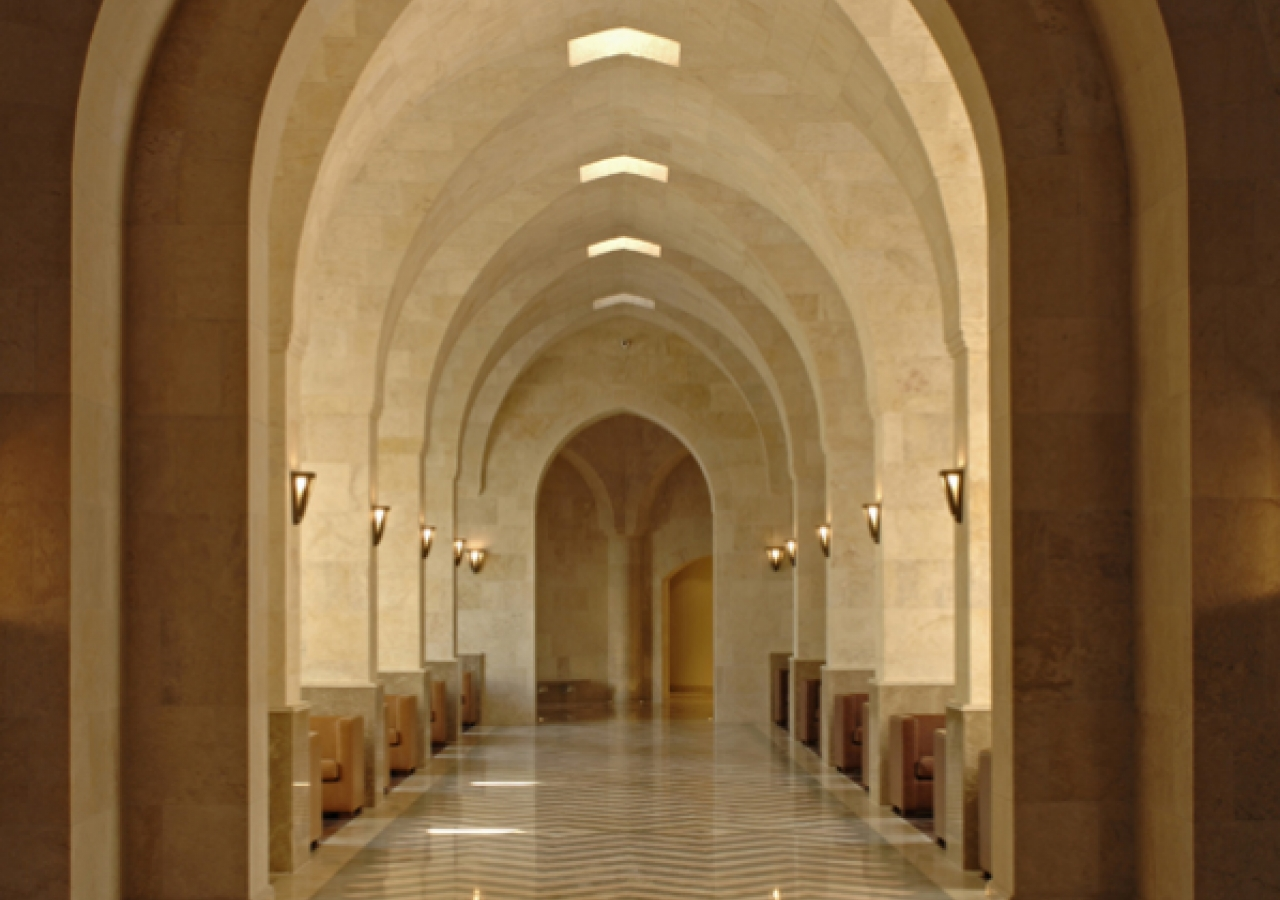 Waves in similitude: alcoves along the axial symmetrical entrance.