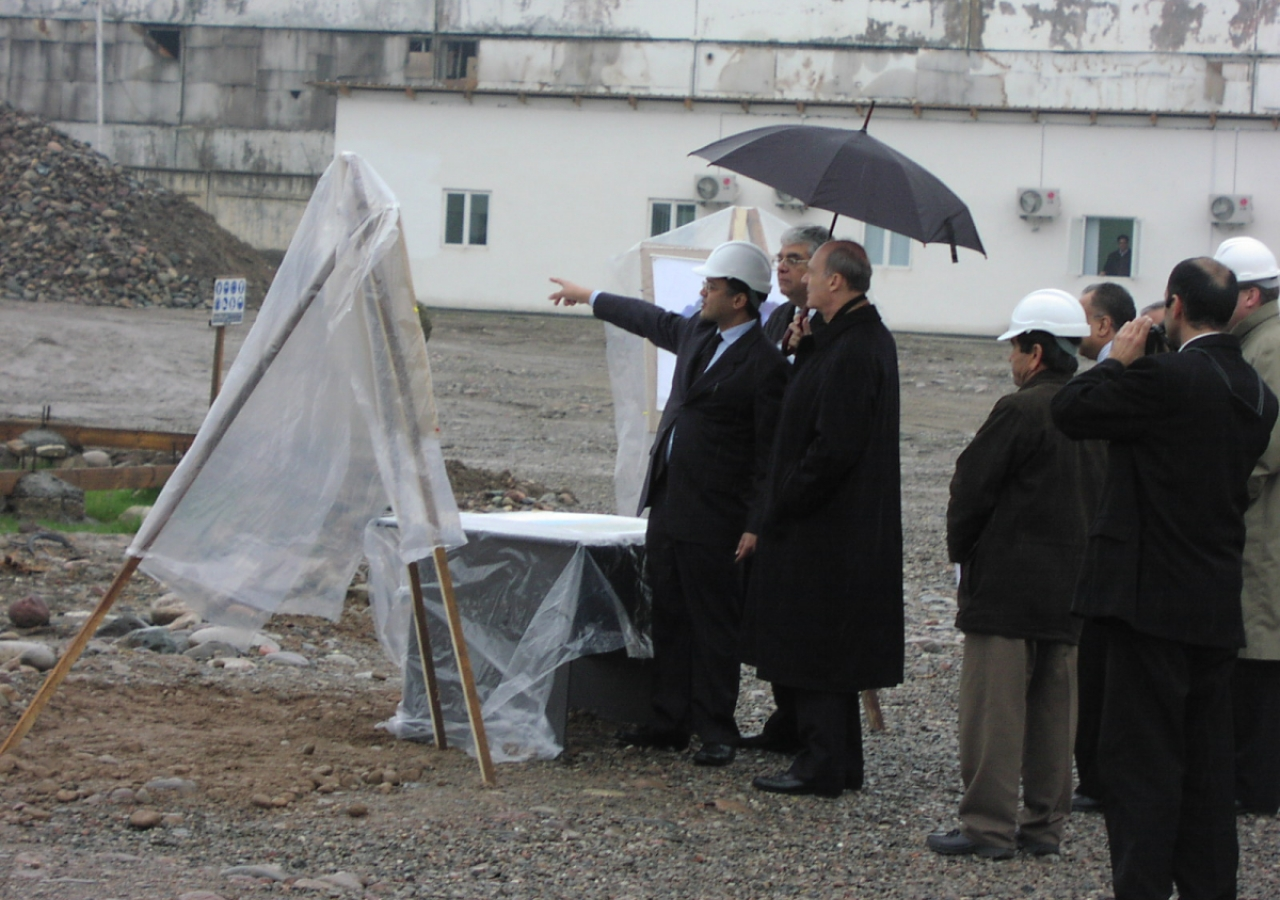 February 2006: Prince Amyn visits the site of the Ismaili Centre, Dushanbe to review the construction progress.