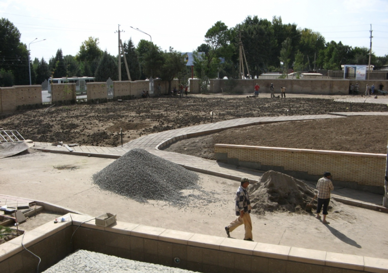 August 2009: Landscaping work progresses in the southwest quadrant of the site.