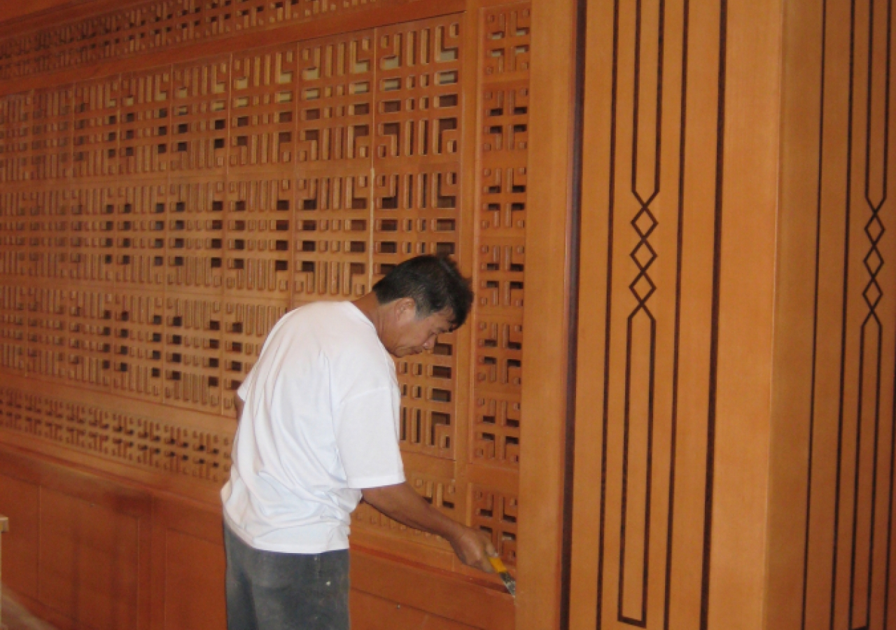 October 2009: The final touches are applied to the jaali work inside the Ismaili Centre, Dushanbe.