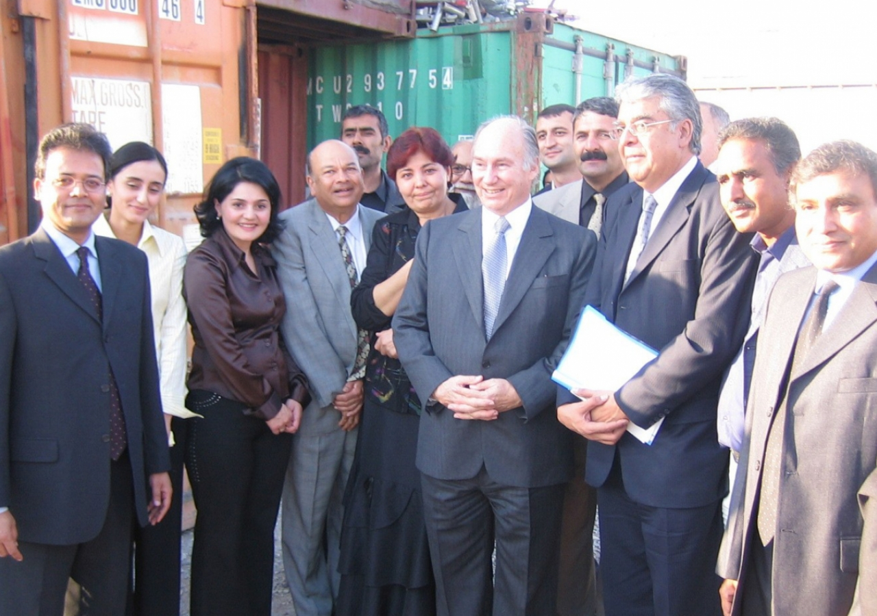 October 2006: During a site visit to review the progress of the Ismaili Centre, Dushanbe, Mawlana Hazar Imam gathers with members of the construction team for a photograph.