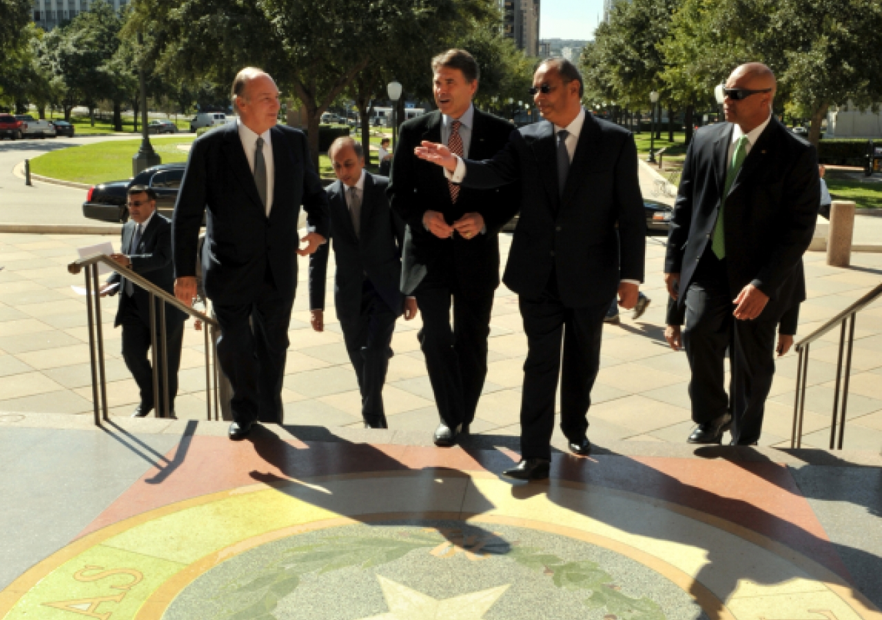 Mawlana Hazar Imam and Governor Rick Perry enter the Texas State Capitol prior to signing the Agreement of Cooperation between the State of Texas and the Ismaili Imamat.