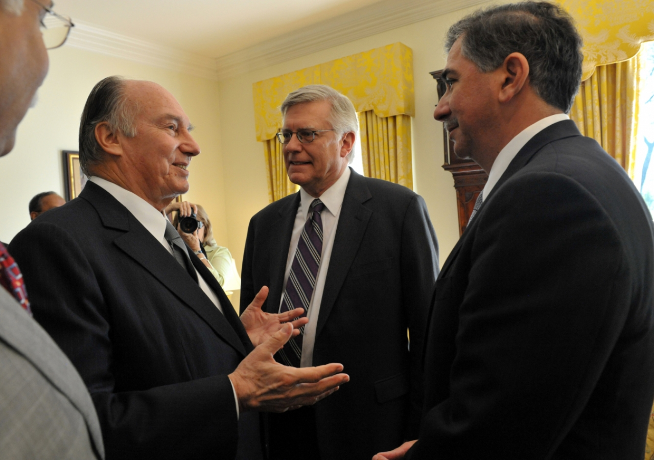 Mawlana Hazar Imam speaks with the academic leadership of the University of Texas during a lunch at Bauer House, the official residence of the Chancellor of the University of Texas.