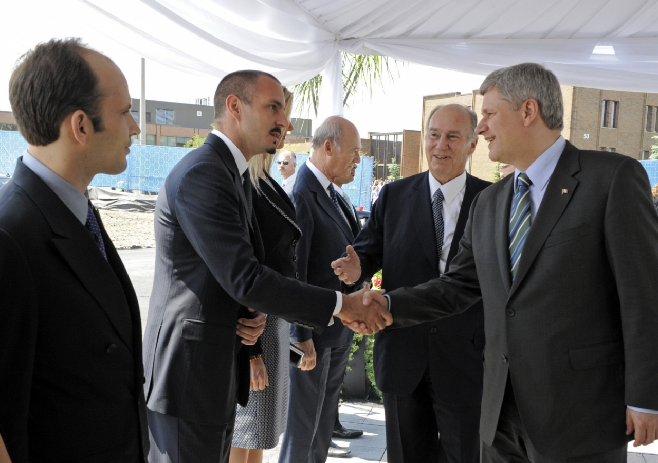 Upon their arrival at the Wynford Drive site, Mawlana Hazar Imam and Prime Minister Stephen Harper were greeted by members of Hazar Imam's family. Mawlana Hazar Imam presents Prince Rahim to Prime Minister Harper.