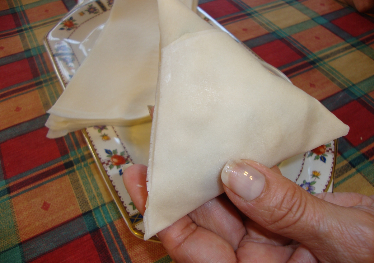13. The rolled samosa, viewed from the front.