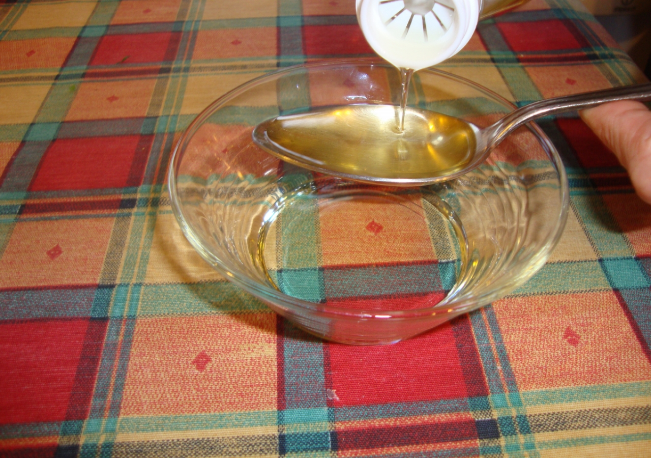 16. Measure the 3 tablespoons of oil into a bowl and use this to brush the samosas.