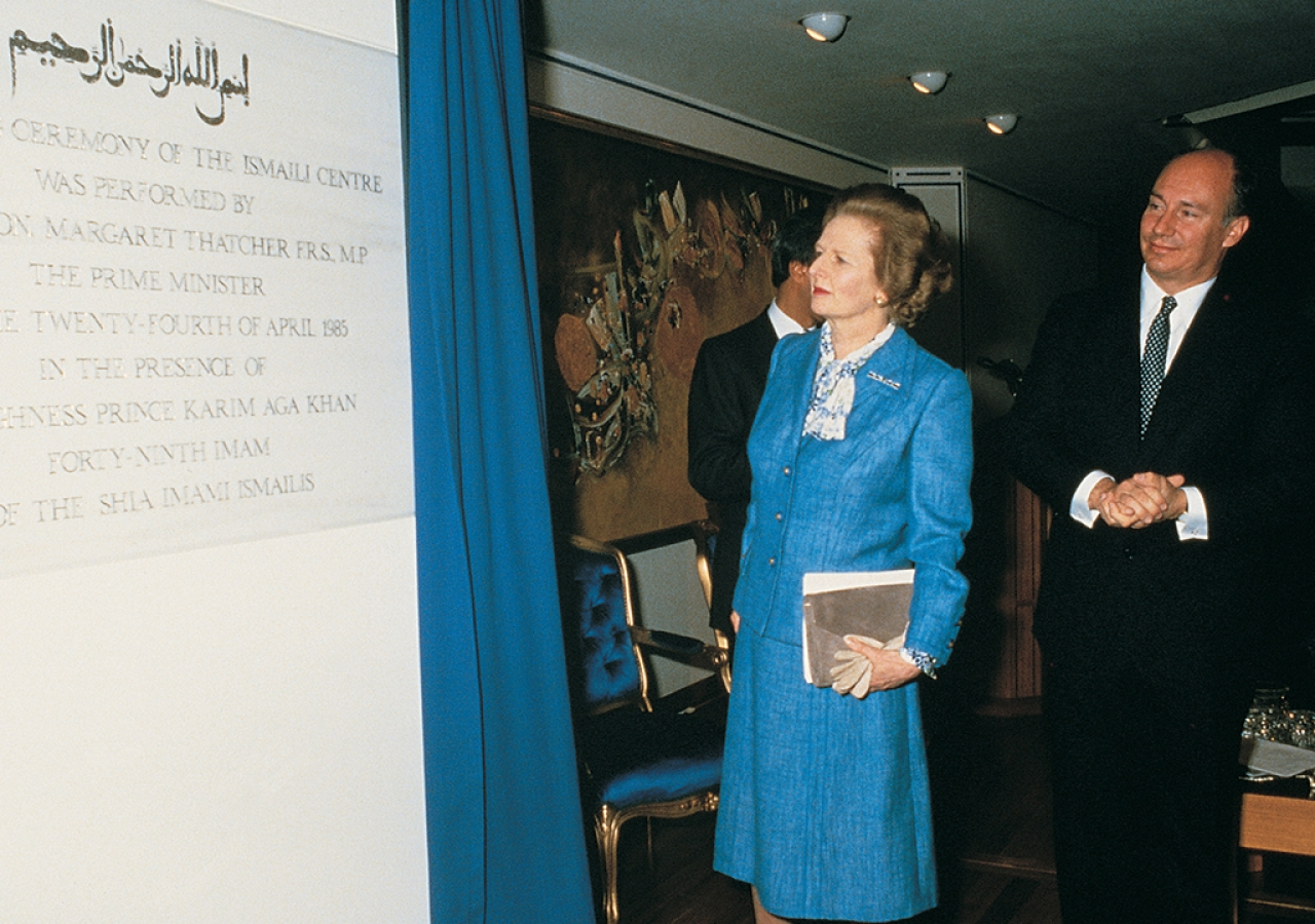 Mawlana Hazar Imam with British Prime Minister, Mrs. Margaret Thatcher, unveiling the plaque at the opening ceremony of the London Ismaili Centre on 24 April 24 1985.