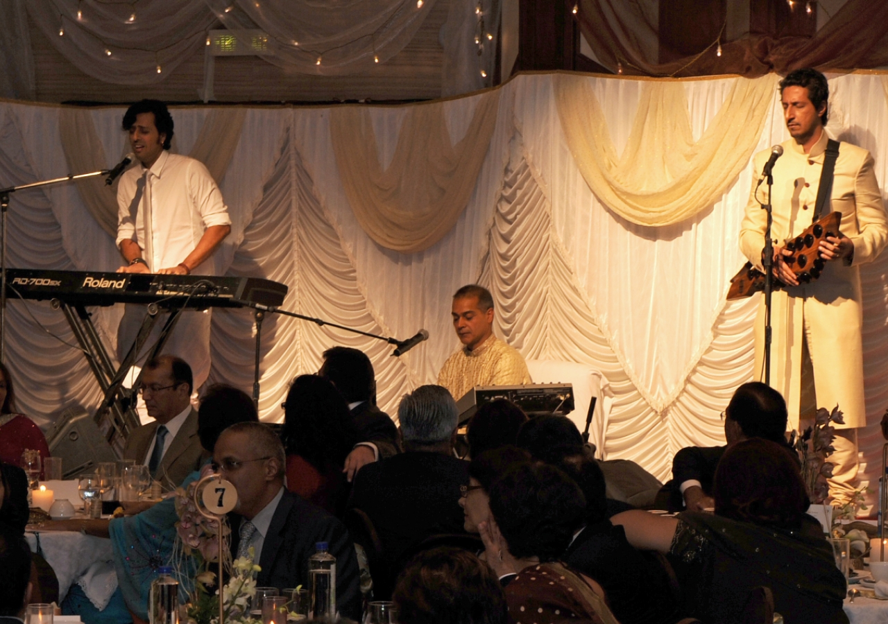 Musicians Salim and Suleman Merchant performed two songs at the institutional dinner, dedicating their performance to Mawlana Hazar Imam.