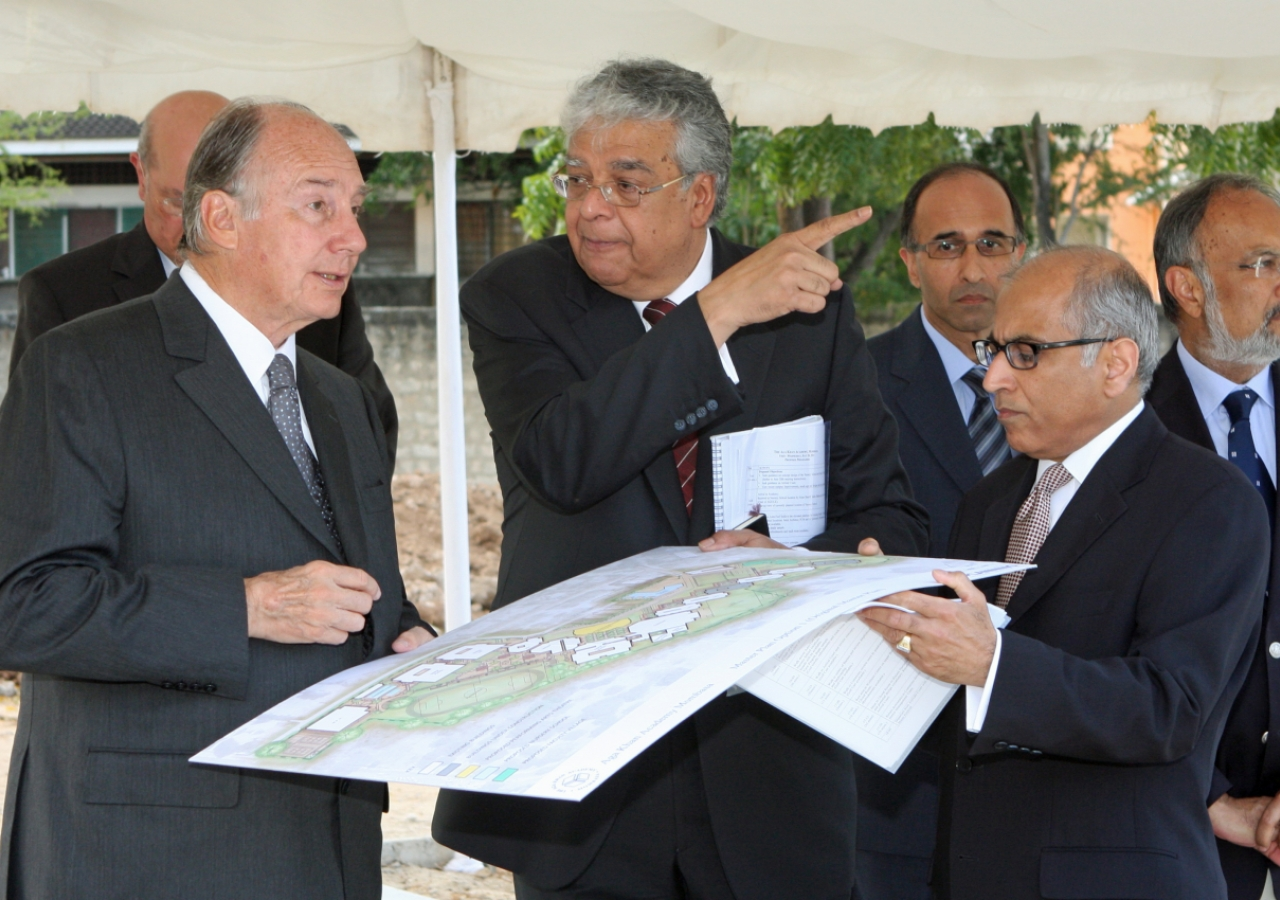 Mawlana Hazar Imam, together with Nizar Shariff of Planning and Construction Management and Salim Bhatia, Director of the Aga Khan Academies Programme, reviews plans for future development at the Aga Khan Academy campus in Mombasa.