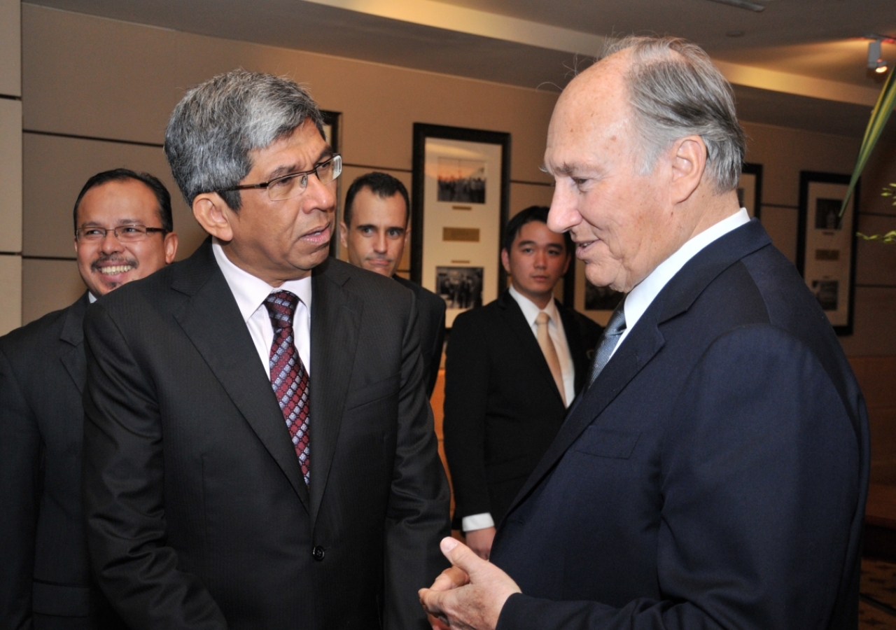 Mawlana Hazar Imam with Singapore's Minister for Information, Communications and the Arts, Yaacob Ibrahim.