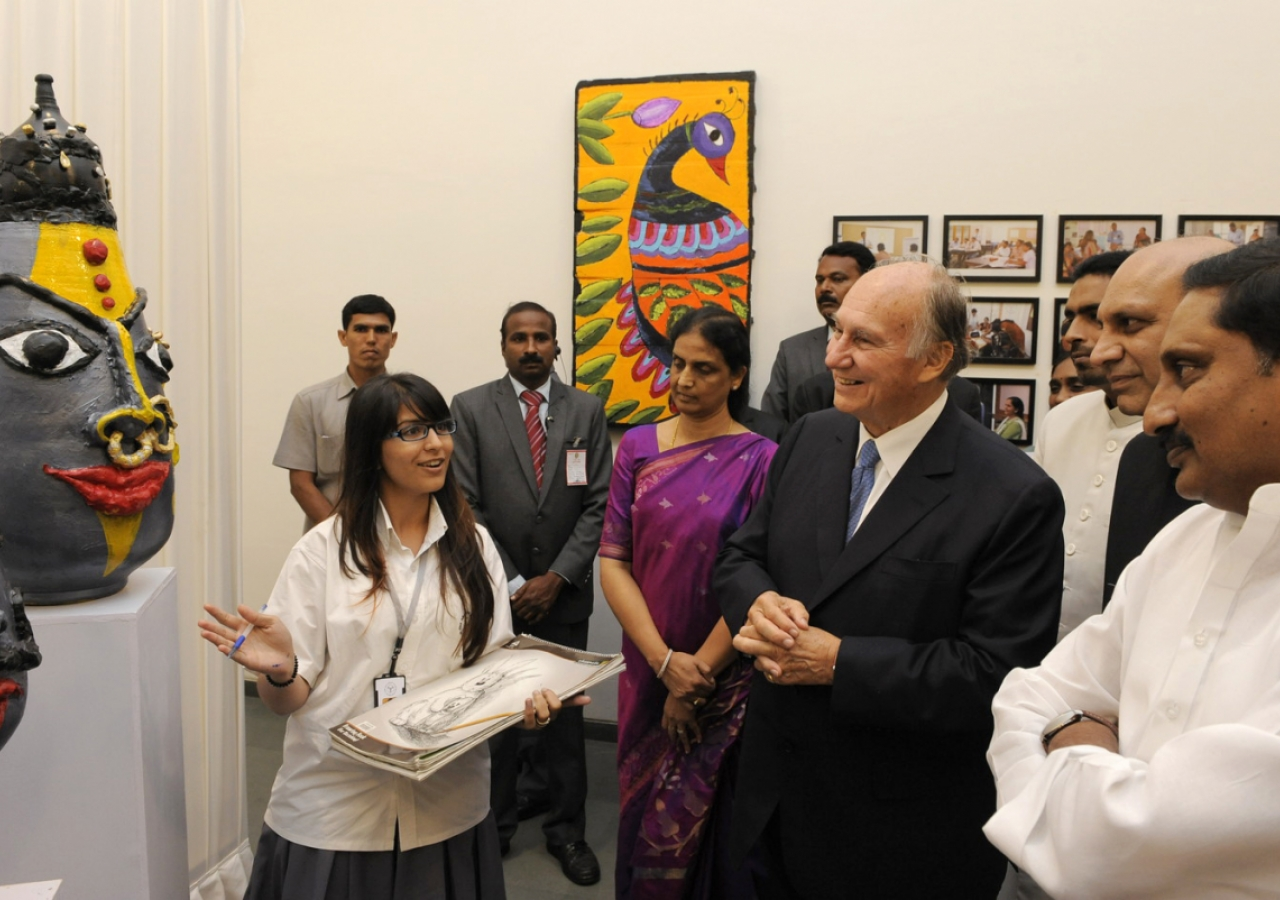 Mawlana Hazar Imam, the Chief Minister of Andhra Pradesh and the Human Resource Development Minister view a display of the students' artwork, after the inauguration ceremony of the Aga Khan Academy. (Hyderabad, 2013) AKDN / Gary Otte
