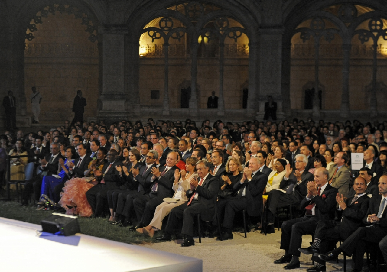 Seated in the front row, Mawlana Hazar Imam and UN Comissioner António Guterres join the rest of the audience in applauding an Aga Khan Music Initiative concert at the Jerónimos Monastery in Lisbon, which featured performances by Fado singer Tânia Oleiro